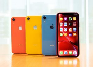 Four iPhone XR devices standing in a row